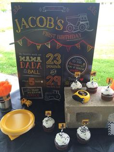 {Construction/Dump Truck Theme} Jacob's First Birthday Cake Table