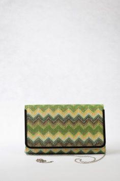 Μεγάλη Τσάντα Φάκελος, πολύχρωμη ψάθα σε πράσινες αποχρώσεις.  Μεγάλο μέγεθος, ξεχωριστό ζικ – ζακ σχέδιο.  Διαθέτει μεγάλη αλυσίδα για τον ώμο και μικρή για το χέρι. Bags, Fashion, Handbags, Moda, Fashion Styles, Fashion Illustrations, Bag, Totes, Hand Bags