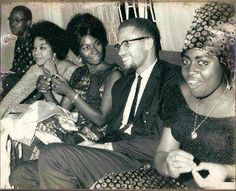 Gallery of Malcolm X's 1964 travels through Africa + news on his family suing to prevent the publication of his Mecca Diary by Third World Press. Malcolm X, Vintage Black Glamour, Vintage Beauty, X Picture, New Africa, Africa News, By Any Means Necessary, Black History Facts, African Diaspora