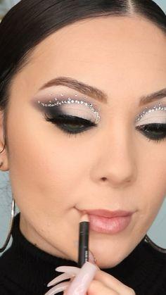 Blue Eye Makeup, Gold And Brown Eye Makeup, Dark Angel Makeup, Black Eyeshadow Makeup, Edgy Eye Makeup, Smokey Eye Makeup Look, Smoky Eyeshadow, Pretty Eye Makeup, Dramatic Eye Makeup