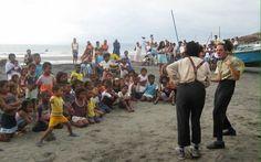 Lo que hace la policía de Ecuador para alegrar a sus niños en medio de la tragedia merece un aplauso