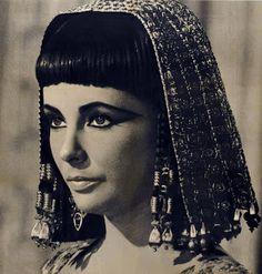 moda-historia-da-moda-anos-50-maquiagem-e-cabelo - Pesquisa Google