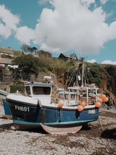 Cornwall is well known for being quaint but even I, a born and bred Cornish maid, I was surprised to see just how quaint Cadgwith is. Cadgwith is a small fishing village on the Lizard peninsula whi… Cornwall Beaches, Cornish Coast, Country Uk, Seaside Towns, Fishing Villages, Photographs, Photos, Fishing Boats, Cornwall