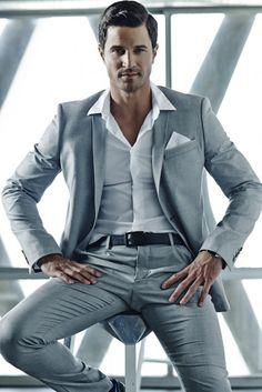 Tie less suit