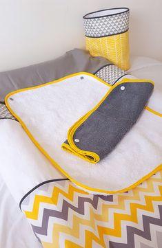 Housse de matelas à langer bébé garçon/ Housse de matelas chevrons gris et jaune/ décoration de chambre bébé/ lange éponge détachable