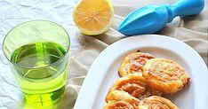 Υπέροχα ρολάκια σφολιάτας με ταχίνι!!!  Υλικά 2 φύλλα σφολιάτας 1/2 κούπας ταχίνι 1 κούπα μέλι 1 κουταλιά χυμό λεμονιού Εκτέλεση Χτυπάμε στο...