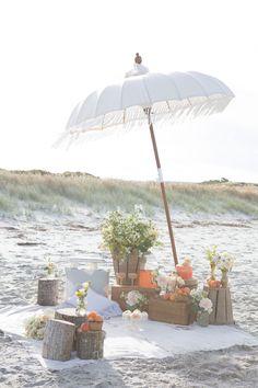 How To: Set Up a Beach Picnic Reception | New Zealand Weddings Magazine