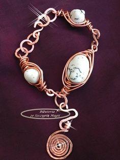 Bransoletka wire wrapping, kuta miedź, howlity. Kuta, Wire Wrapping, Wraps, Charmed, Bracelets, Jewelry, Jewlery, Jewerly, Schmuck