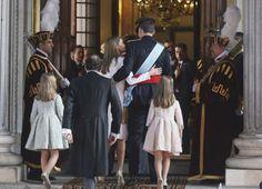 La familia entra al Congreso para la ceremonia de toma de posesión del nuevo Rey.
