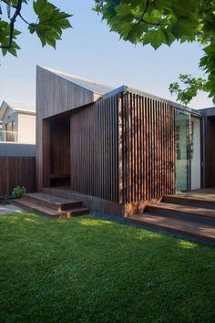Australian Coastal Home Reveals Dynamic Façade - http://freshome.com/coastal-home