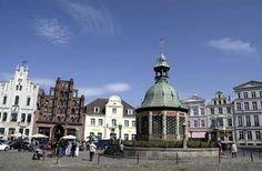 Marktplatz der #Hansestadt #Wismar Foto: Frank Radel, pixelio.de #meckpomm #mecklenburg #ostsee #hanse #geschichte #städtetrip #urlaub