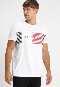 Tommy Hilfiger GLOBAL BLOCK TEE - Print T-shirt - bright white - Zalando.co.uk Tommy Hilfiger, Bright, Print Design, Printer, Tank Man, Asos, Sweatshirts, Mens Tops, Clothes