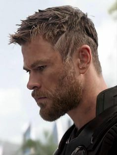 Love him with short hair most! Thor Marvel Movie, Marvel Actors, Loki Thor, Chris Hemsworth Hair, Tenda Camping, Short Hair Cuts, Short Hair Styles, David Beckham Style, Hemsworth Brothers