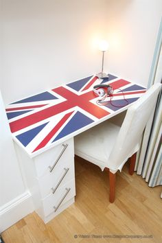 Children's bespoke fitted union jack bedroom desk made for an 8 year old client in London by www.CustomCarpentry.co.uk  Design by Tristan Titeux