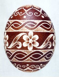 The Scratch-carved eggs, dyed with onion skin, were decorated by Emese Kerkay Fotó: Kerkay László