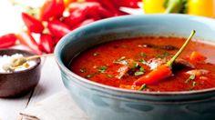 Husté, syté polévky prohlašujeme za nejlepší pokrm k večeři, zvlášť v zimním období. Jsou plné zeleniny, luštěnin, masa, a přesto jsou lehké, hřejivé a vysoce uspokojující :)