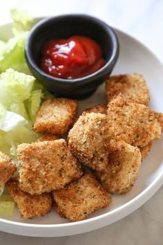 Making homemade Chicken Nuggets in the air-fryer is so much healthier than fast food or frozen nuggets, and so easy to make. Made with chunks of chicken breasts coated in breadcrumbs and parmesan cheese then air fried until golden and crisp. These also happen to be egg-free, so they are also great for kids with egg allergies. Homemade Chicken Nuggets, Chicken Nugget Recipes, Ww Recipes, Healthy Recipes, Skinnytaste Recipes, Healthy Meals, Healthy Chicken, Healthy Weight, Healthy Food