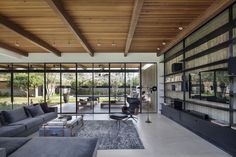 Blatman-Cohen Architects Design A Home That Blurs The Distinction Between Interior And Exterior Interior Exterior, Interior Architecture, Villa Am Meer, Indoor Outdoor Living, Luxury Apartments, Modern Interior Design, Modern Interiors, Beautiful Homes, New Homes