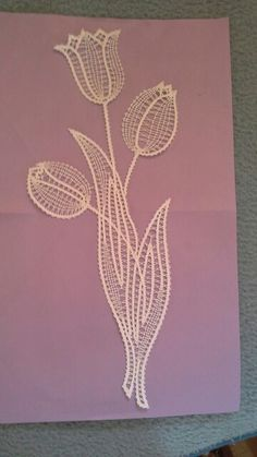 Tulipani, Irma Pervanja. CL Romanian Lace, Types Of Lace, Bobbin Lace Patterns, Creative Embroidery, Lacemaking, Point Lace, Needle Lace, Irish Lace, Lace Flowers