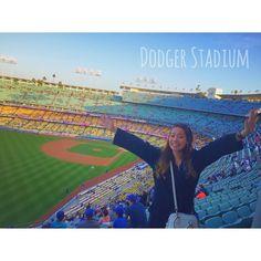 THINK BLUE: Dodger Stadium ... San Diego Padres VS Los Angeles Dodgers  野球観戦は久し振りというか売り子ぶり笑 . とりあえずスタジアムの広さにびっくりだし みんな見るよりも食べてる気がするし 中々おもしろかったな  試合終了後花火もあってすごく楽しかった . #America #LosAngeles #LA #baseball  #Dodgerstadium #sandiegopadres #losangelesdodgers #fireworks by nanami_yasui