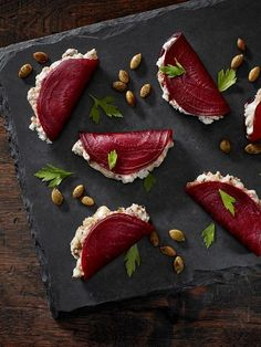 beetroot foldovers with blue cheese + dates + greek yogurt + pumpkin seeds delicious food Blue Beetroot Fold-Overs Appetisers, Food Design, Appetizer Recipes, Canapes Recipes, Party Recipes, Skewer Appetizers, Indian Appetizers, Juice Recipes, Food Inspiration