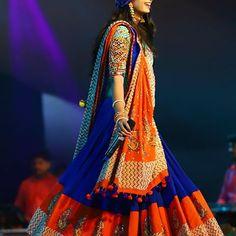 ❤️ . . Outfit @heer.boutique Jewellery @culture_signature_jalpathakkar #kinjaldave #kinjaldaveusatour #kinjaldavegarba #kinjaldaveworldtour Choli Blouse Design, Saree Blouse Neck Designs, Choli Designs, Lehenga Gown, Lehnga Dress, Red Lehenga, Kids Blouse Designs, Designs For Dresses, Chaniya Choli Designer