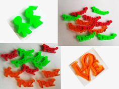 Dijes en acrilico; en variados colores, figuras y de 1 a 3 cm #IBPIdeas