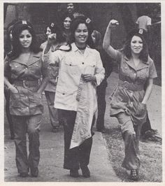 malcolm-mex:    Vintage 1970 photograph of Chicana Brown Berets at a demonstration in East Los Angeles, from LA RAZA magazine, vol. 1 no. 4.  Photo credit: Raul Ruiz.    The one on the left tho. Dios mio.