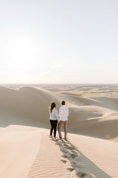sand dunes engagement session southern california glamis sand dunes photoshoot posing inspiration golden hour engagement session ideas morocco sand dunes jean jacket outfit  california engagement session locations ideas san diego elopements desert blue hour engagement ideas couples photoshoot California Wedding, Southern California, Engagement Session, Engagement Ideas, Maui Wedding Photographer, Blue Hour, The Dunes, Photo Location, San Diego