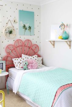 Today Kids Bedroom Ideas brings you 10 teen bedroom decor ideas that are great for any style and helps to keep the space tidy. Teenage Girl Bedroom Designs, Teenage Girl Bedrooms, Tiny Girls Bedroom, Kid Bedrooms, Childrens Bedroom, Modern Girls Rooms, Bunk Rooms, Bedroom Color Schemes, Bedroom Colors
