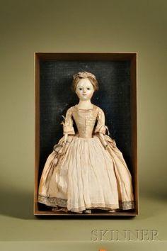 Королева Анна Мемориал кукла в Giltwood Shadow Box Ca