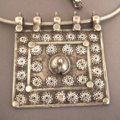 """Silver, Tibet A splendid ancient amulet (late 19th century) from Tibet decorated with floral motives and a beautiful necklace """"snake chain"""" gives a nice finishing to the whole jewel ... Weight:189,6gr Height:Amul : 3,7inch/9,4 cm Width:Amul : 3,34 inch/8,5cm Still for sale (1450€) inmy Gallery at 28, Galerie du Roi at 1000 Brussels and of course on www.halter-ethnic.com under the item """"My Lucky Finds"""""""