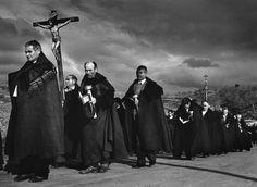 Bercianos de Aliste (Zamora) 1975 (procesión del Cristo). Heaquilahistoria : Cristina García Rodero
