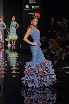 María José Suarez con una creación de Pilar Rubio. Moda Flamenca vía Sevilla Magazine