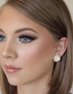 How To Get A Soft Glam Makeup Look Elegant soft makeup look for blue eyes Source by mollyplaehn Wedding Makeup For Blue Eyes, Blue Eye Makeup, Wedding Hair And Makeup, Soft Bridal Makeup, Beach Wedding Makeup, Makeup For Blue Dress, Bridesmaid Makeup Blue Eyes, Bride Nails, Wedding Nails For Bride