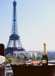Doing brunch the right way with this beautiful view of the eiffel tower
