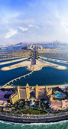 Dubai Artificial Islands in UAE /// #travel #wanderlust