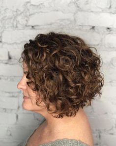 42 Curly Bob Hairstyles That Rock in 2019 Inverted curly bob Curly Inverted Bob, Inverted Bob Hairstyles, Short Curly Bob, Curly Bob Hairstyles, Curly Hair Styles, Medium Curly Bob, Simple Hairstyles, Pixie Haircuts, Layered Haircuts