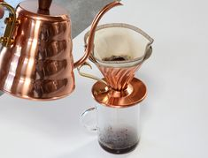 Make your own gourmet coffee start with the beans. Gourmet Coffee beans can be bought by the pound. V60 Coffee, Coffee Shop, Coffee Cups, Coffee Maker, Latte, Cupping At Home, Kona Coffee, Coffee Facts, Pour Over Coffee