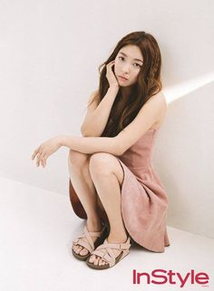 Luna posed for the June issue of 'InStyle'.The theme for the photoshoot was 'summer dream', and Luna pulled off the dreamy look perfectly. Fx Luna, Dona Summer, Instyle Magazine, Natural Looks, Summer Looks, Kpop Girls, Cute Outfits, Celebs, Photoshoot