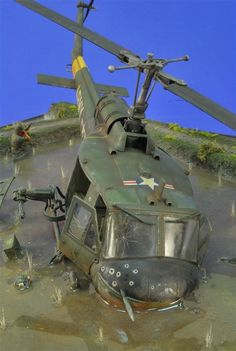 Downed Huey, Vietnam War Scale Models, Military Action Figures, Vietnam War Photos, Modeling Techniques, Model Hobbies, Military Modelling, Military Helicopter, Military Diorama, Model Airplanes
