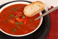 Roasted Tomato Soup w/Garlic Roasted Tomato Soup, Roasted Tomatoes, Hardy Soup, Hobo Stew, Soup Recipes, Cooking Recipes, Recipies, My Favorite Food, Favorite Recipes