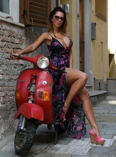 Vespa Girl, Scooter Girl, Vespa Lambretta, Vespa Scooters, Biker Chick, Biker Girl, Vespa Et2, Vintage Moped, Scooter Motorcycle