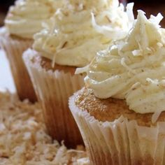 FOOD... Mmmmm! Coconut Cream Pie Cupcakes