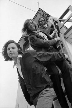 Jim morrison and Pamela Courson ♥ Ray Manzarek , Robby Krieger , John Densmore , James Douglas Morrison ♥ THE DOORS Jim Morrison Wallpaper, Venice Beach, Ray Manzarek, El Rock And Roll, Morrison Hotel, The Doors Jim Morrison, The Doors Of Perception, Hippie Man, American Poets