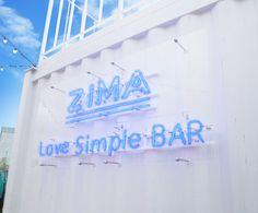 まるで水中にいるようなバーでブランドの世界観を表現〜豊洲・MAGIC BEACHに登場した「ZIMA Love Simple Bar」  |  AdGang