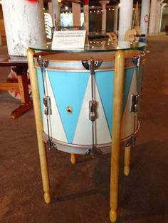 10 Ways to Upcycle Old Musical Instruments Music Furniture, Furniture Making, Cool Furniture, Drum Side Table, A Table, Table Stools, Drum Lessons For Kids, Drums Artwork, Drum Craft