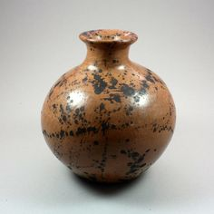 #Florero botellón de #Artefacto #Home #Decor #VivirBonito Visíta nuestra página www.juliana.mx