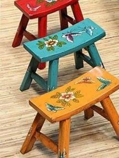 New vintage wood painting furniture ideas Decoupage Furniture, Chalk Paint Furniture, Hand Painted Furniture, Refurbished Furniture, Furniture Makeover, Vintage Bench, Vintage Wood, Colorful Furniture, Cool Furniture