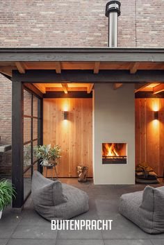 Latest Cost-Free Fireplace Outdoor architecture Ideas Planning for an Outdoor Fireplace? Outdoor fireplaces and fire pits develop a warm and inviting area fireplace patio Modern Outdoor Fireplace, Outdoor Fireplaces, Outdoor Rooms, Outdoor Living, Patio Design, Garden Design, Fireplace Garden, Fireplace Ideas, Fireplace Design